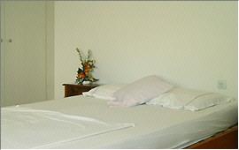 Doppelbett im Hauptschlafzimmer